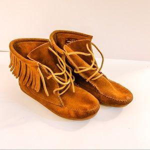 Minnetonka Fringe Ankle Moccasin Boots - SZ 3